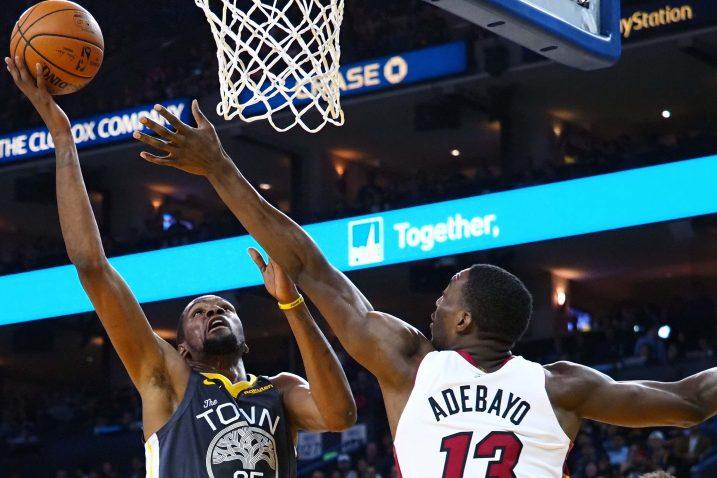 Kevin Durant (Golden State Warriors) i  Bam Adebayo (Miami Heat)/Foto REUTERS