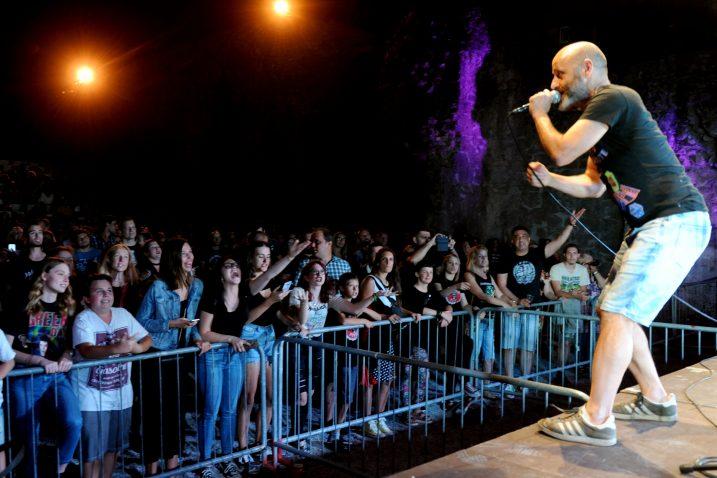 Mile Kekin proveo je publiku kroz najveće hitove svog benda / Snimio Marko GRACIN