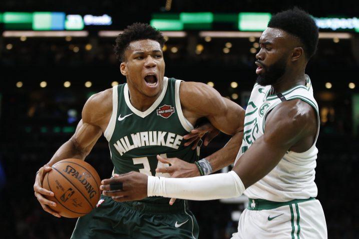 Giannis Antetokounmpo (Milwaukee Bucks) i Jaylen Brown (Boston Celtics)/Foto REUTERS