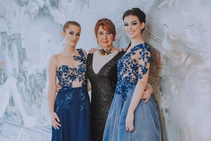 Džana Ravlić s Antonelom i Eni u haljinama iz nove kolekcije, foto Ivor Mažar