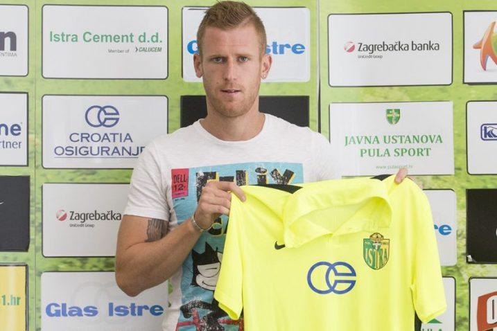 Mateo Bertoša nosio je bijeli, ali i zeleno žuti dres/Foto Arhiva Glas Istre