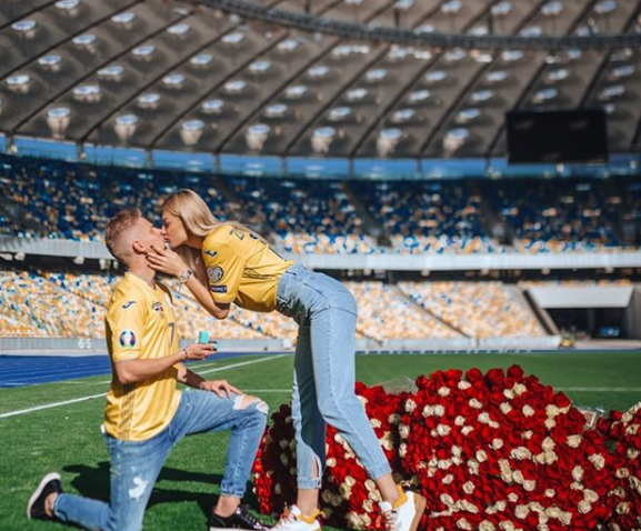 Zinchenko je novinarku zaprosio na kijevskom stadionu/Foto Instagram