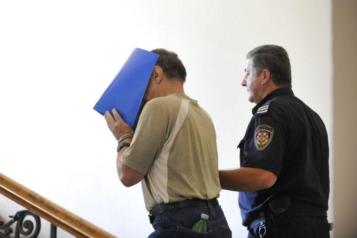 Optuženog Ivana Tomljanovića privode na suđenje Foto Sergej Drechsler