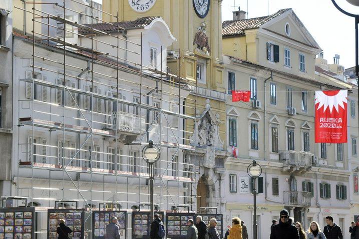 Skela na zgradi u čije prizemlje uskoro useljava Müller / Snimio Sergej Drechsler