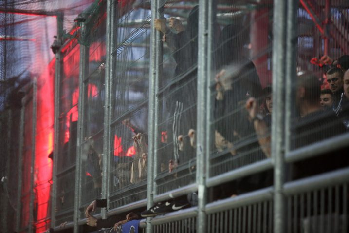 BBB u kavezu na rujevičkom jugu tijekom posljednjeg derbija Rijeke i Dinama/Foto PIXSELL