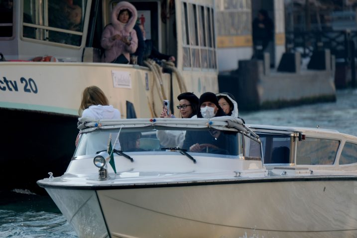 Talijani su prilično uplašeni epidemijom, a turisti iz Azije dolaze li, dolaze - prizor iz Venecije / Reuters
