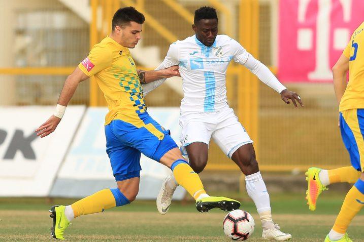 Karlo Muhar (Inter) i Maxwell Acosty (Rijeka)/Foto PIXSELL