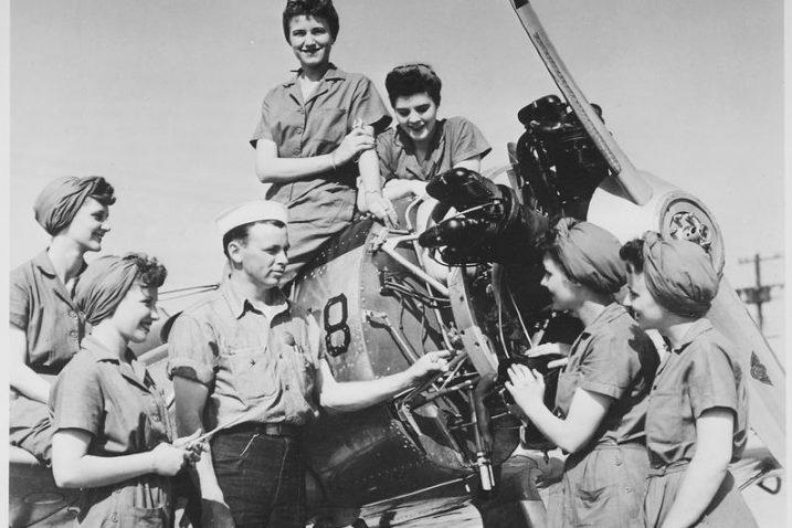 FOTO/Grupa žena koja će raditi na održavanju letjelice 1940-ih/Flickr