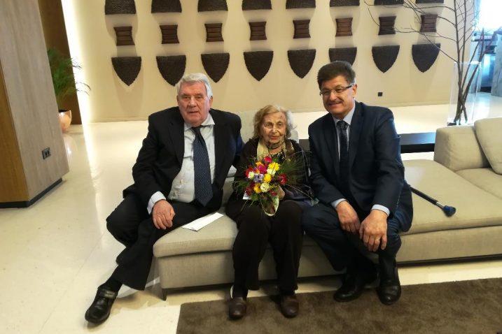 Marin Cvetković, Mila Ajzenštajn Stojić i Ivo Dujmić koji im je uručio ulaznice za Doru / Foto A.KUĆEL-ILIĆ