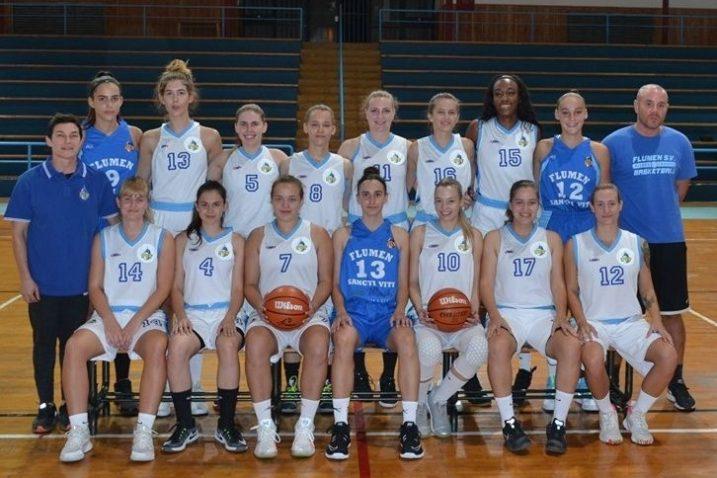 Košarkašice FSV-a s trenerima