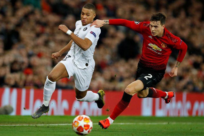 Kylian Mbappe (PSG) i Victor Lindelof (Man. United)/Foto REUTERS