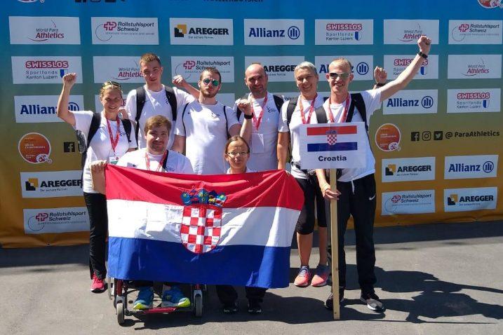 Luka Bukša (treći s lijeva) s hrvatskim reprezentativcima u Nottwilu