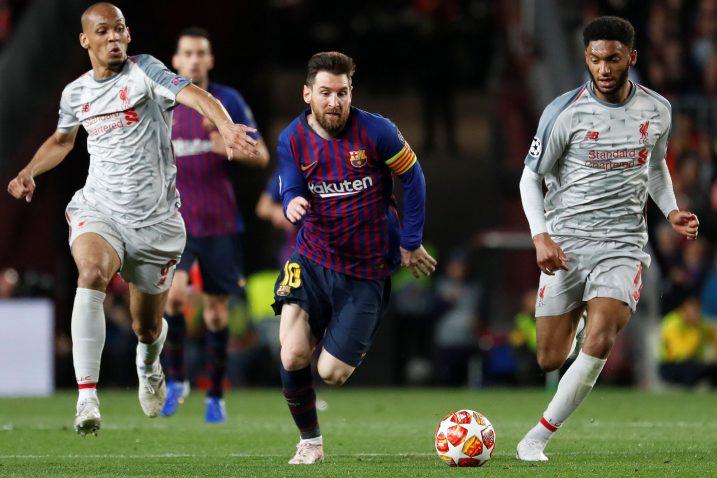 Leo Messi bježi Fabinhu i Joeu Gomezu/Foto REUTERS