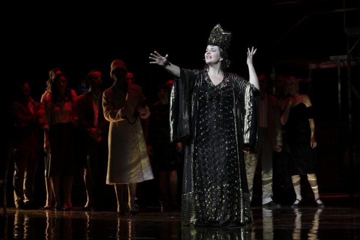 Razinu izvedbe u svakom je pogledu podignula Leonora Surian Popov, koja je i glumački i pjevački pokazala da je naprosto stvorena za mjuzikl