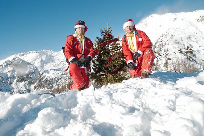 Dečki su unatoč vrlo zahtjevnom terenu sa 70 cm snijega ispunjeni božićnim duhom penjući stvorili vlastitu božićnu čaroliju