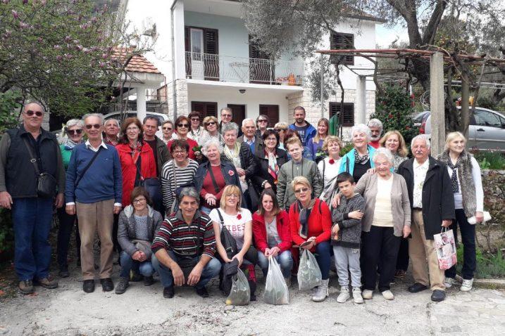 Opatijci u Stolivu, crnogorskoj 'prijestolnici kamelije'