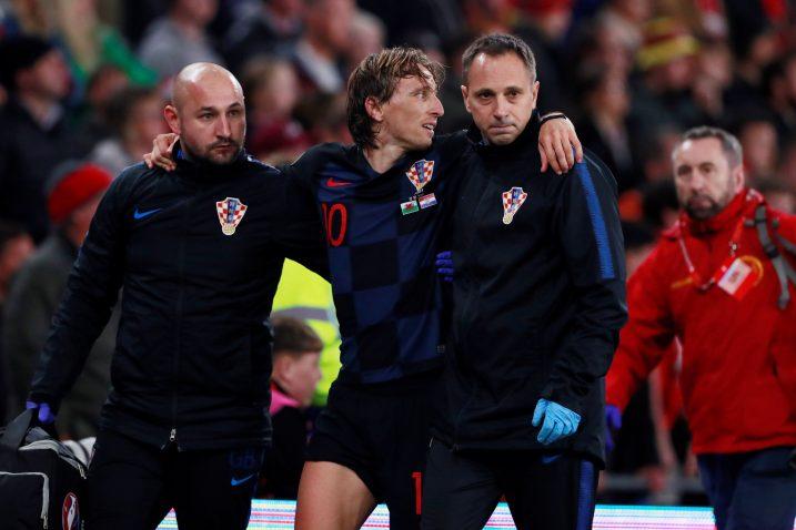 Luka Modrić stradao je u završnici reprezentativne utakmice u Cardiffu/Foto REUTERS