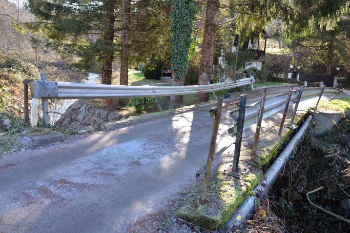 Mostu u mjestašcu Kupa zaista je nužna obnova / Snimio Marinko KRMPOTIĆ