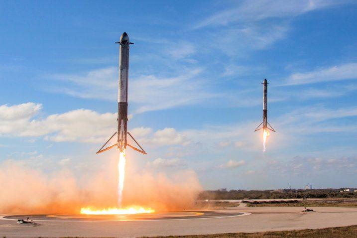 FOTO/Falcon Heavy, Wikimedia Commons