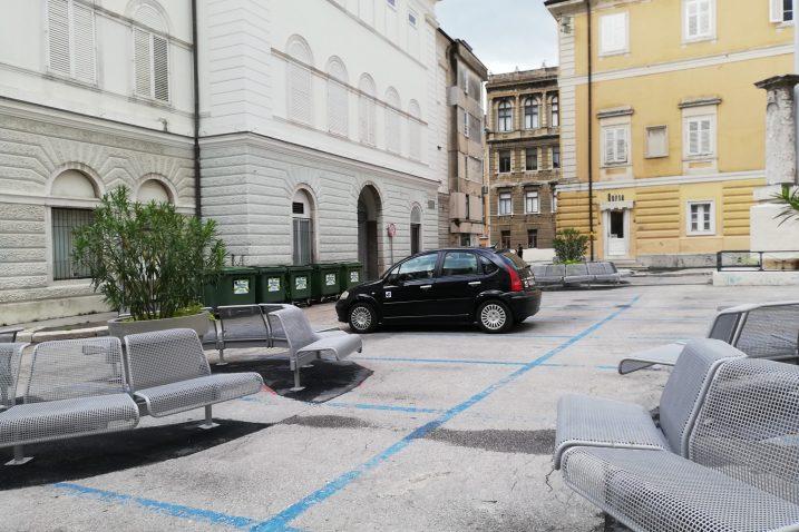 U prostor pješačke zone smiju ući isključivo servisna i interventna vozila te vozila s posebnom dozvolom