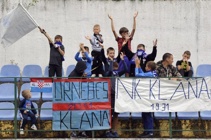 Najmlađi simpatizeri Klane u navijačkom zanosu/S. DRECHSLER
