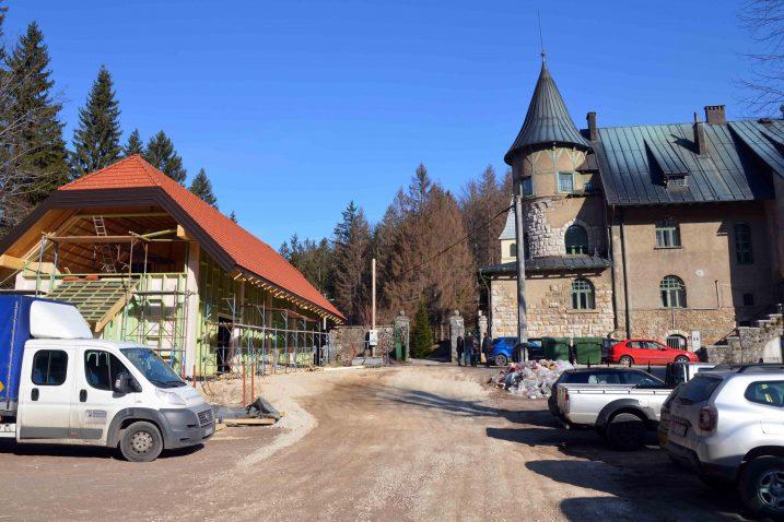 Budući Centar za velike zvijeri lijepo će se uklopiti u okoliš poznatog starosušičkog dvorca / Snimio Marinko KRMPOTIĆ