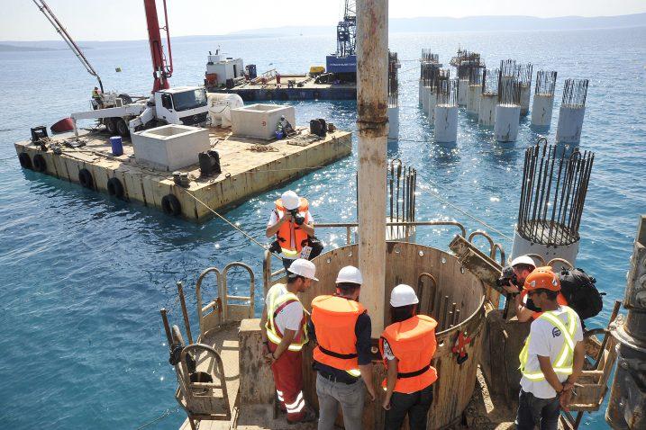 Na samom gradilištu budućeg terminala, većina radova trenutno se odvija u morskom dijelu / Snimio Sergej DRECHSLER