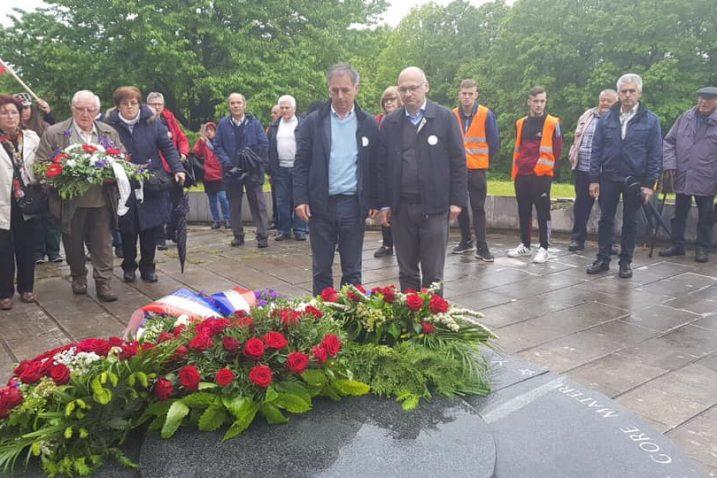 Milorad Pupovac i Dejan Jović kod spomenika na Petrovoj gori