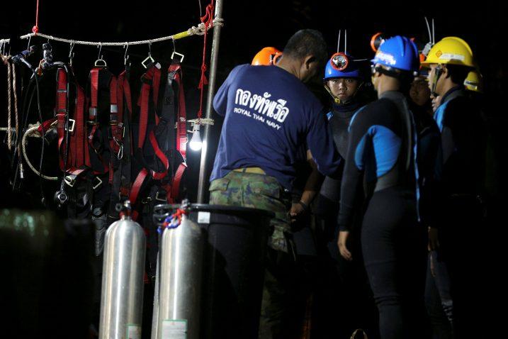 Ronioci se pripremaju za ulazak u pećinu /Reuters
