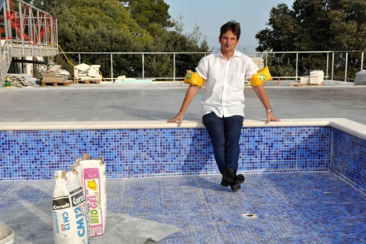 Ionako se kupamo u svom bazenu, jer nalazi se na »okupiranoj« općinskoj zemlji – načelnik Robert Anton Kraljić / Snimio Mladen TRINAJSTIĆ