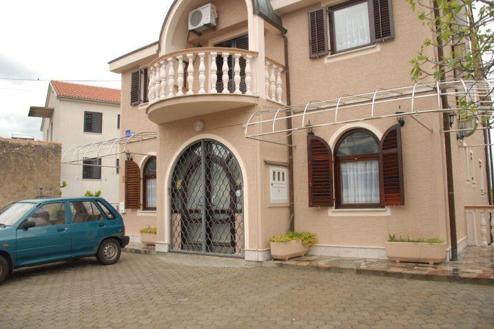 Dom u Jadranovu raspolaže sa šest soba, a svaka ima svoju kupaonicu / Snimila Nataša CAR