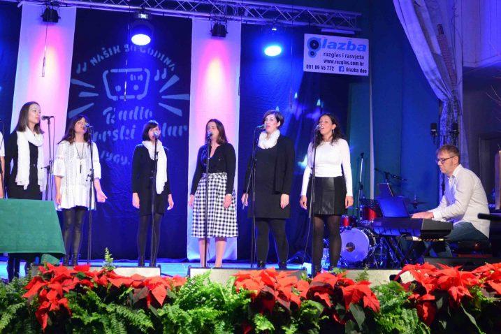 Glazbenu čestitku Radiju Gorski kotar uputile su i djevojke iz vokalne skupine DiM / Snimio Marinko KRMPOTIĆ