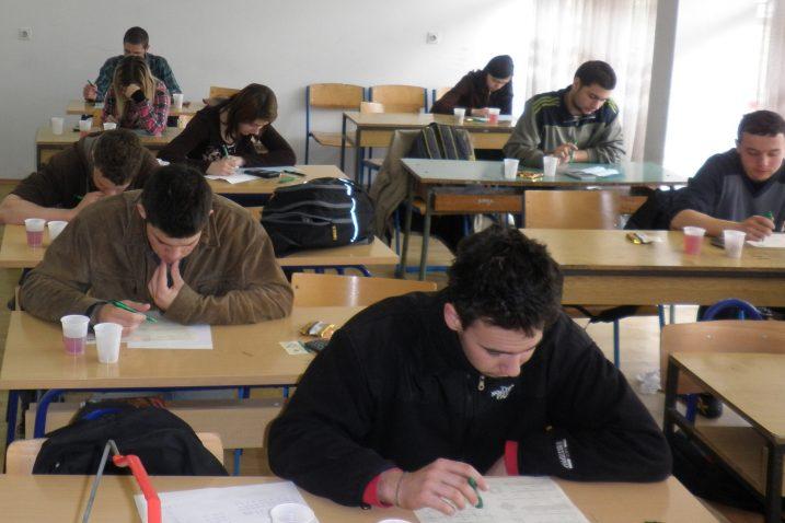 Osjećaj nekompetentnosti za školu ima petina učenika, a jednakom broju učenika dosadno je na satu / NL arhiva