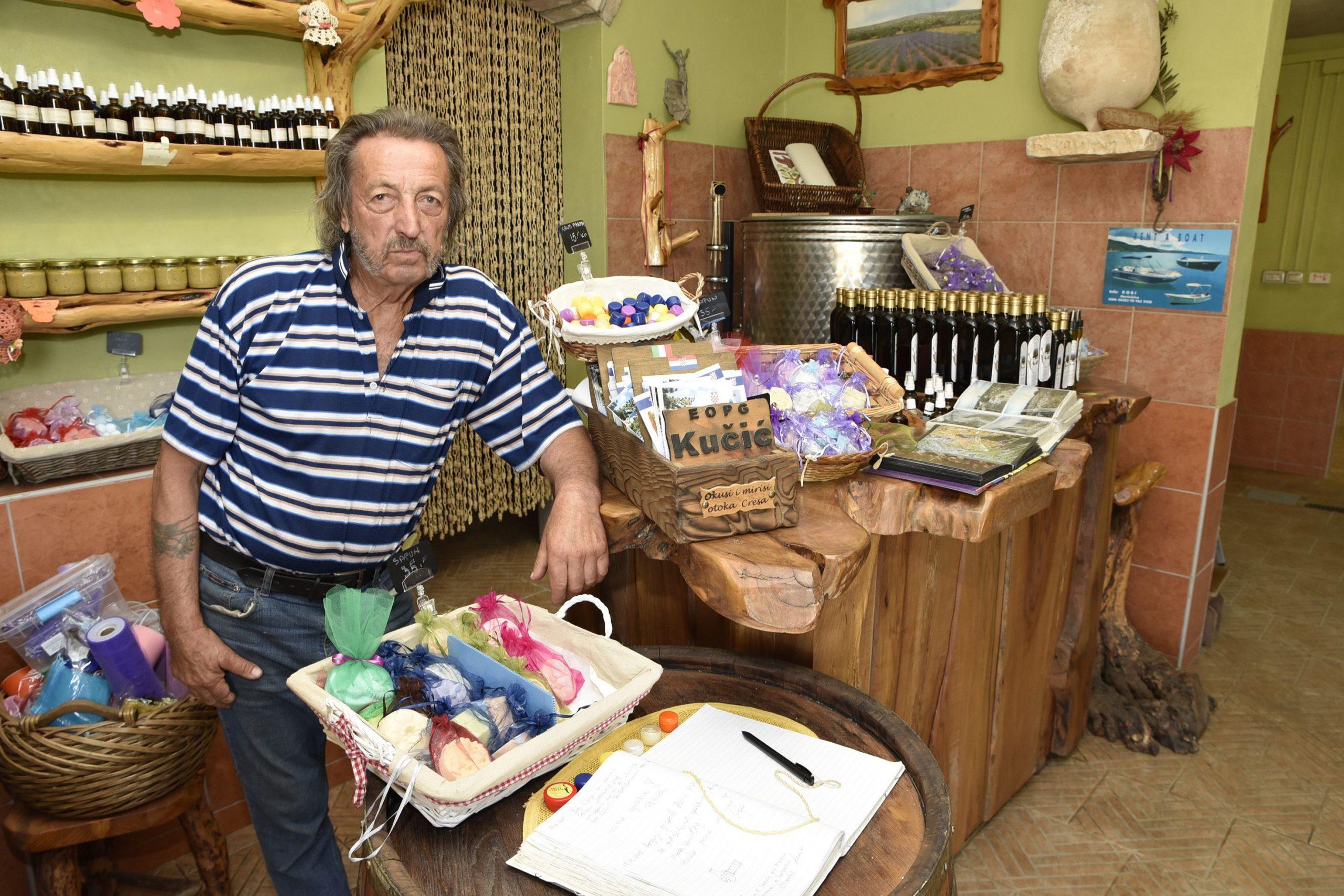 Guerino Kučić u trgovini / Foto W. Salković