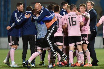 Grupno slavlje nogometaša Lokomotive nakon koprivničkog trijumfa/Foto PIXSELL