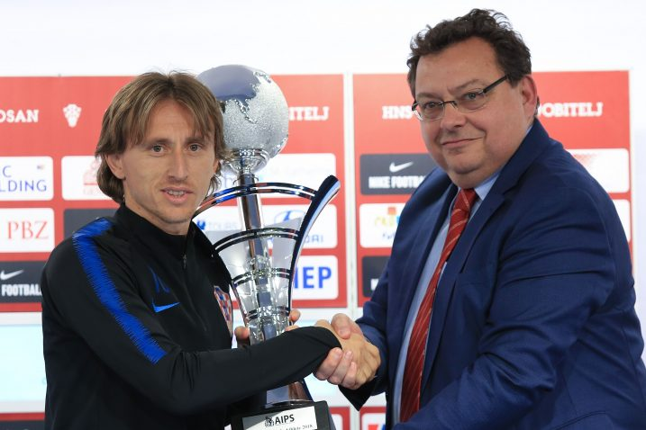 Luka Modrić je dan prije utakmice s Azerbajdžanom primio AIPS-ovu nagradu za najboljeg sportaša/Foto PIXSELL