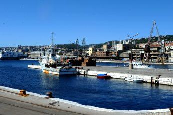 Uprava ACI-ja traži i da se koncesionaru ostavi mogućnost uklanjanja sadašnjih lučkih dizalica iz prostora Porto Baroša / Foto Marko GRACIN