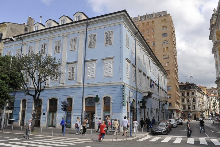 Među nekretninama koje će država preuzeti u svoje vlasništvo je i zgrada Trgovačkog suda u Rijeci / Snimio Vedran KARUZA