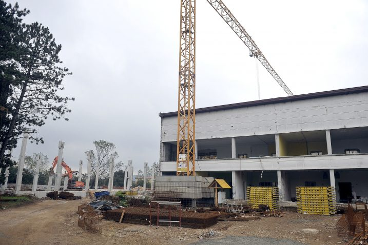 Za dogradnju škole i izgradnju sportske dvorane u Dražicama planirano 11 milijuna kuna / Foto R. BRMALJ