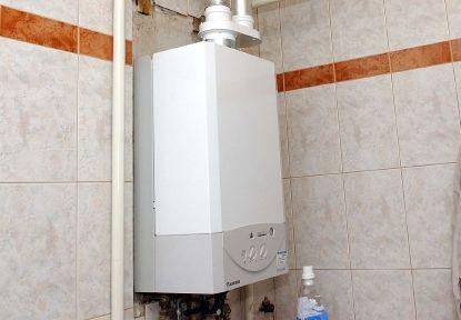 Dubravko Duvančić kaže da u Hrvatskoj ima 75.000 turbobojlera te da je trošak zamjene po jednom stanu između 15.000 i 20.000 kuna / Snimio Damir ŠKOMRLJ
