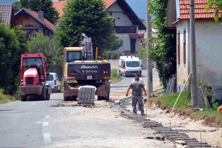 Ulica Muževski u Mrkoplju dobiva novo ruho / Snimio Marinko KRMPOTIĆ