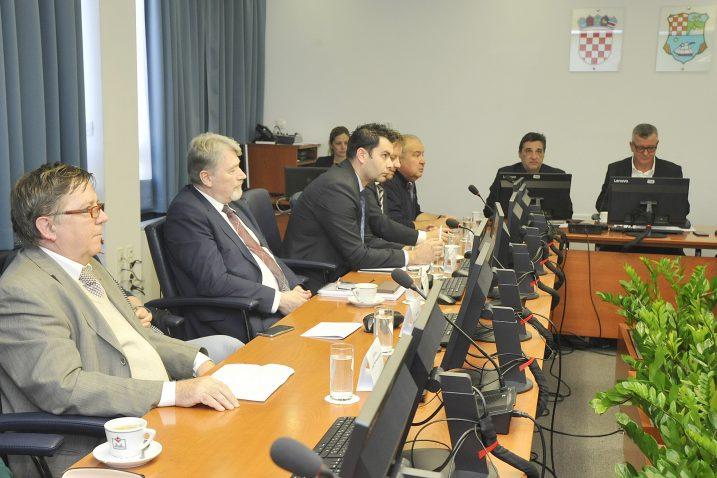 Edi Kučan govorio je o stanju u »3. maju« članovima županijskog GSV-a / Snimio Sergej DRECHSLER