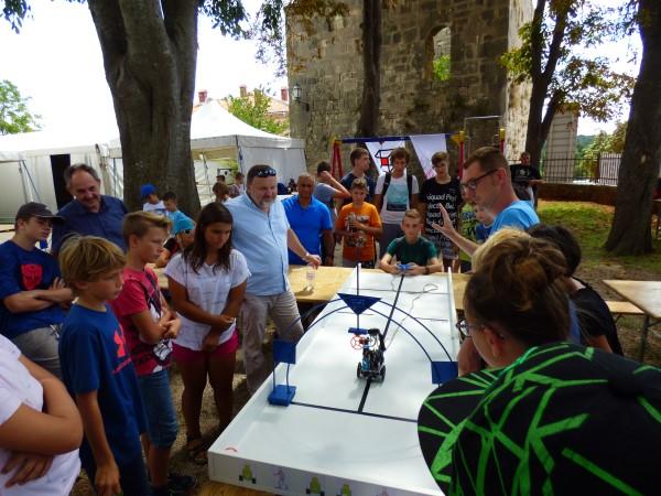 Roboti - trkači izazvali veliko zanimanje natjecatelja i gledatelja