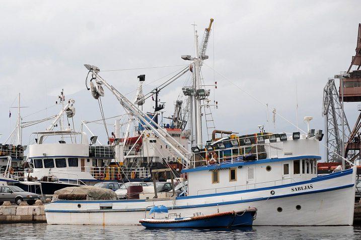 Jugo privezalo ribarice / Foto Ivica TOMIĆ