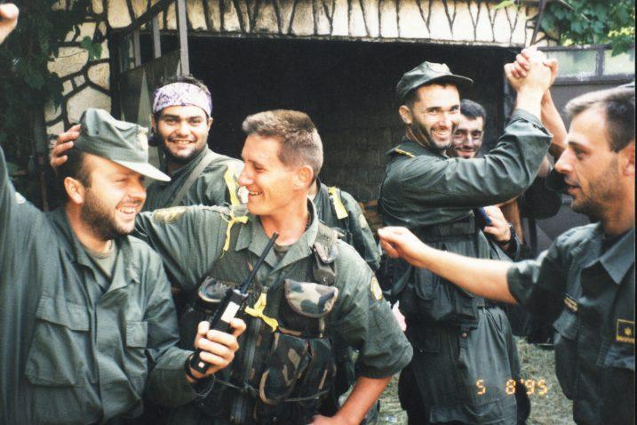Slavlje pobjednika - riječke Ajkule 1995. u Gračacu