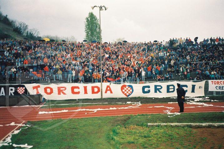 Istočna tribina stadiona na Kantridi nerijetko je bila puna navijača Hajduka iz Rijeke i okolice/www.torcida.hr