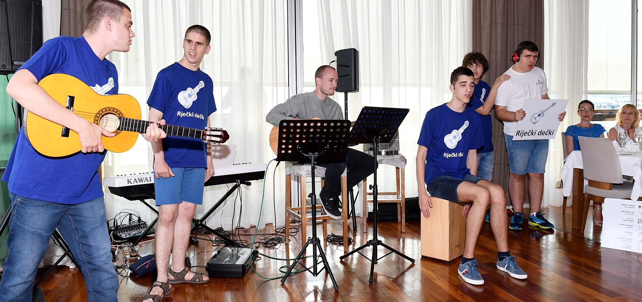 Nastup skupine 'Riječki dečki' / Snimio Ivica TOMIĆ
