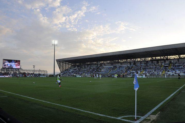 Rujevica ima premali kapacitet za tako važnu utakmicu, a osim toga ni travnjak nije u idealnom stanju/Foto Arhiva NL