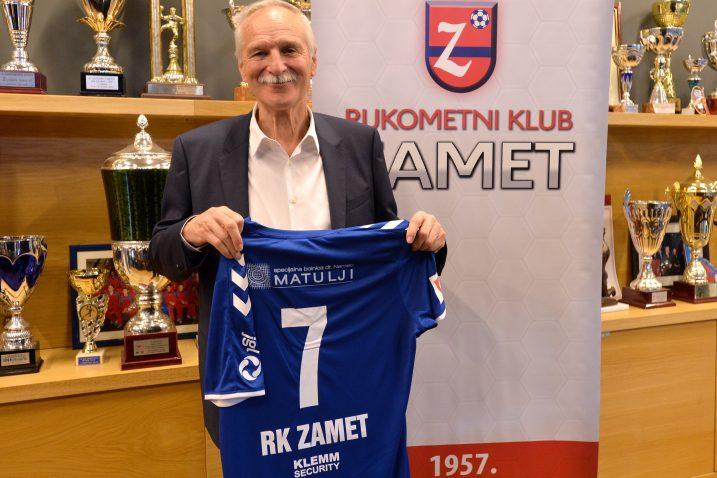 Dr. Boris Nemec s prigodnim dresom Zameta/D. ŠKOMRLJ