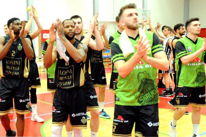 Slavlje košarkaša AO Škrljeva nakon utakmice/M. GRACIN